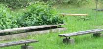 Opravujeme lavičky a pískoviště. Pomůžete nám?